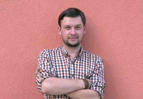 """Miesto pokalbiai: rašytojas, romano """"Ko negalima sakyti merginai bare"""" autorius Povilas Šklėrius"""