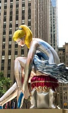Milžiniška pripučiama balerina Niujorko centre