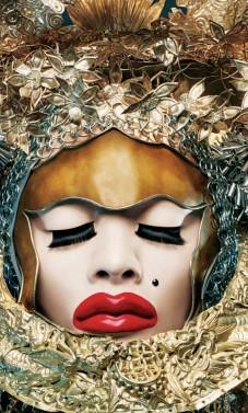 Menininkas išreiškia savo gyvybingą asmenybę kurdamas drabužius – skulptūras